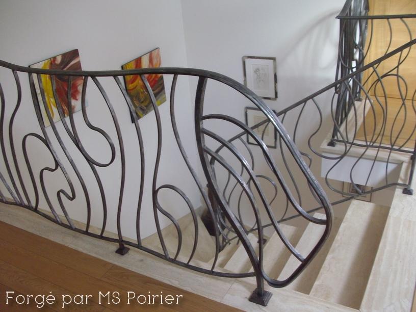 ferronnerie d art contemporain table de lit a roulettes. Black Bedroom Furniture Sets. Home Design Ideas